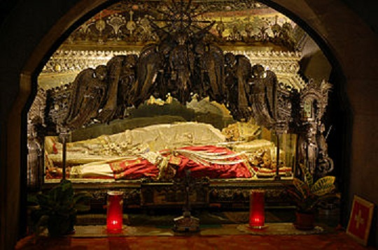 1 360px-Sant'Ambrogio_Cript_in_Basilica_of_Sant'Ambrogio,_Milan